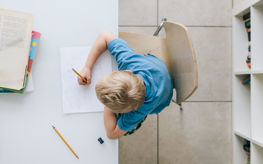 Blog Unimed VTRP Crianças escrever a mão