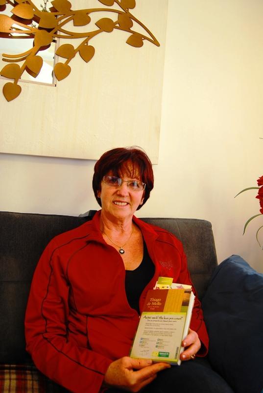 """A cliente da Unimed VTRP, Rosita Muller, achou um dos livros """"esquecidos"""""""