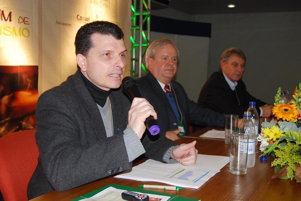 Régis, gerente de Comunicação e Marketing da Cotripal; Rech, presidente da Unimed VTRP, e Hansen, superintendente da Cooperativa Piá