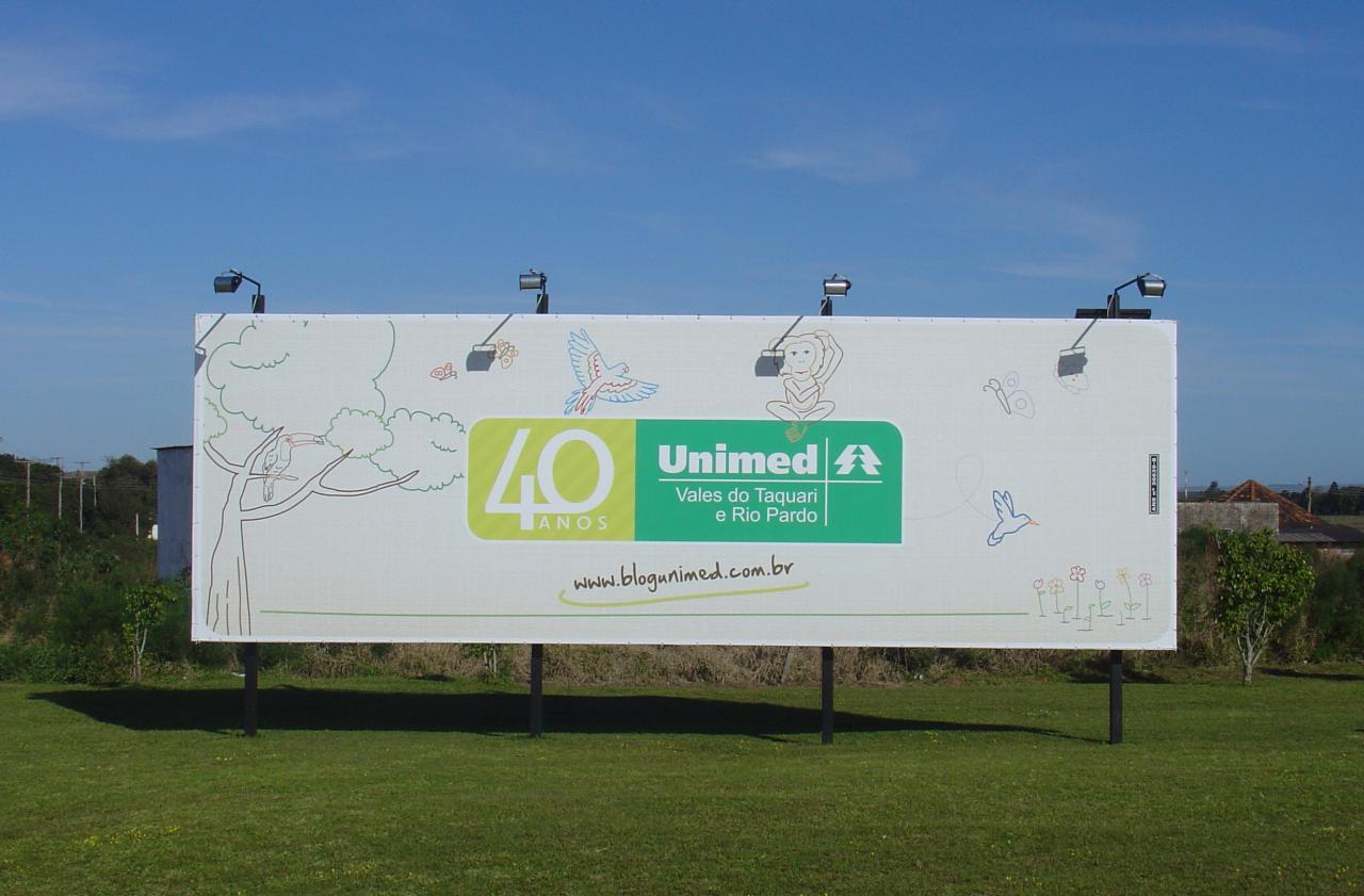 Em Charqueadas, outdoor da Unimed VTRP é iluminado através da energia solar