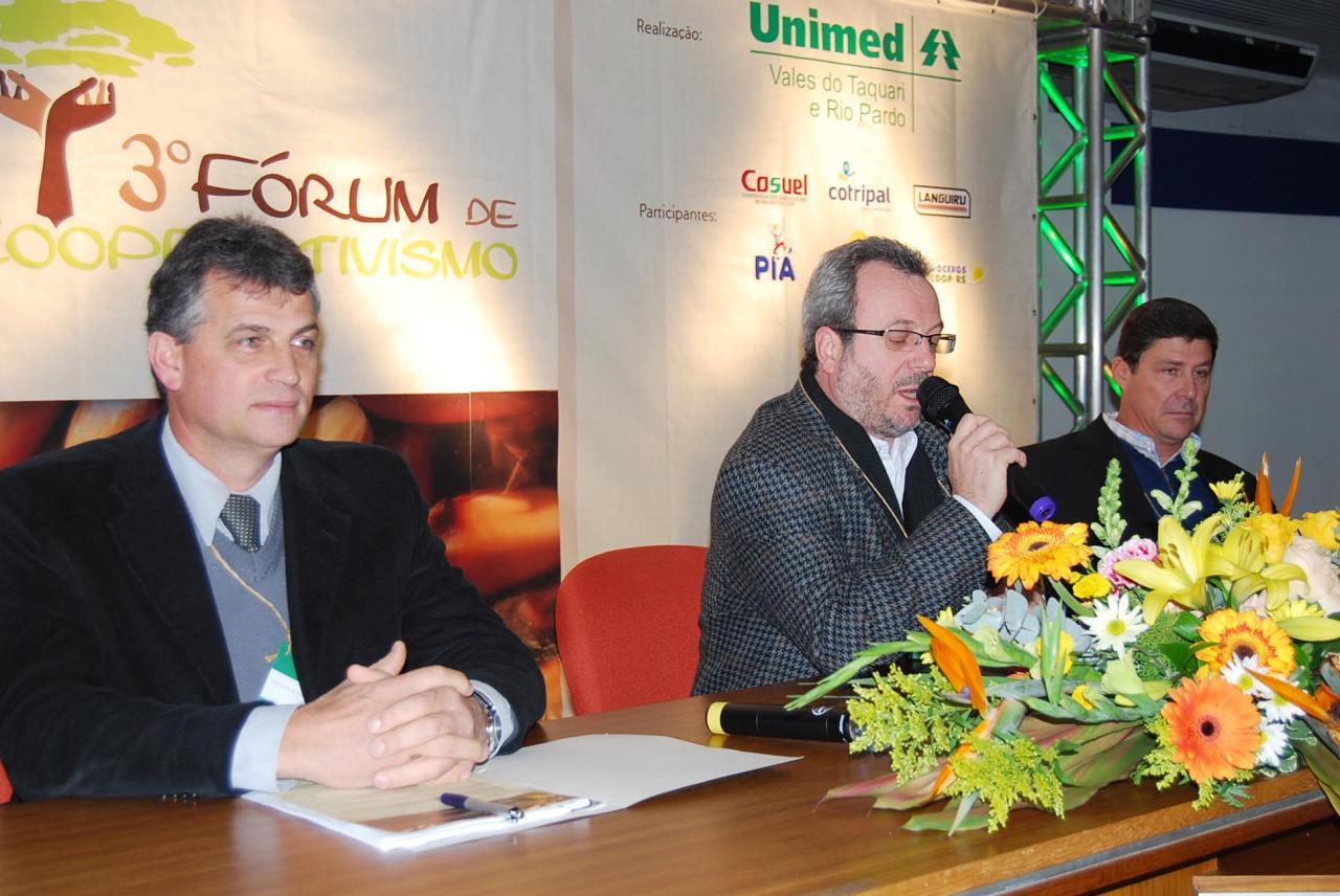 Piccinini, presidente da Cosuel; Schmit, coordenador técnico do Sistema Ocergs-Sescoop/RS, e Núncio, assessor técnico da FecoAgro/RS